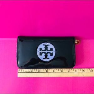 Tory Burch black patent leather Zippered wallet